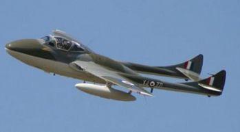 Söker du present till den äventyrslystne? Ge bort en provflygning med ett stridsflygplan! Garanterad nervkittlare och adrenalinkick.