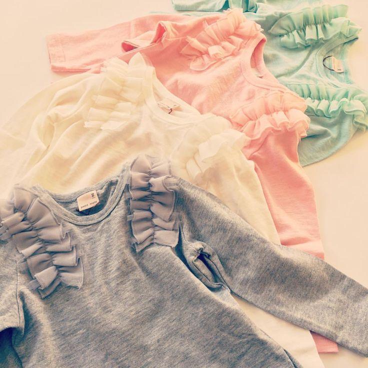 パッと華やぐ春色フリルは色違いでデイリーユースしたい✨  肩フリルロングTシャツ 各¥2592 サイズ80~130 #子供服 #petitmain #プティマイン #petitmain #kidsstyle #kidswear #kidsfashion #kids_japan