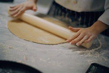 Te mostramos paso a paso como hacer la Masa para empanadas al horno, facil y casera. Receta de Masa para empanadas al horno facil. Como hacer Masa para empanadas al horno casera.