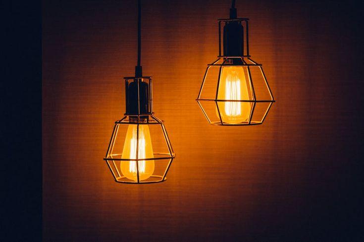Taina unei amenajari interioare reusite consta in folosirea cu maiestrie a luminii ambientale. O lumina electrica difuza, in culori calde, aduce un confort vizual aparte, poate trezi o emotie pozit…