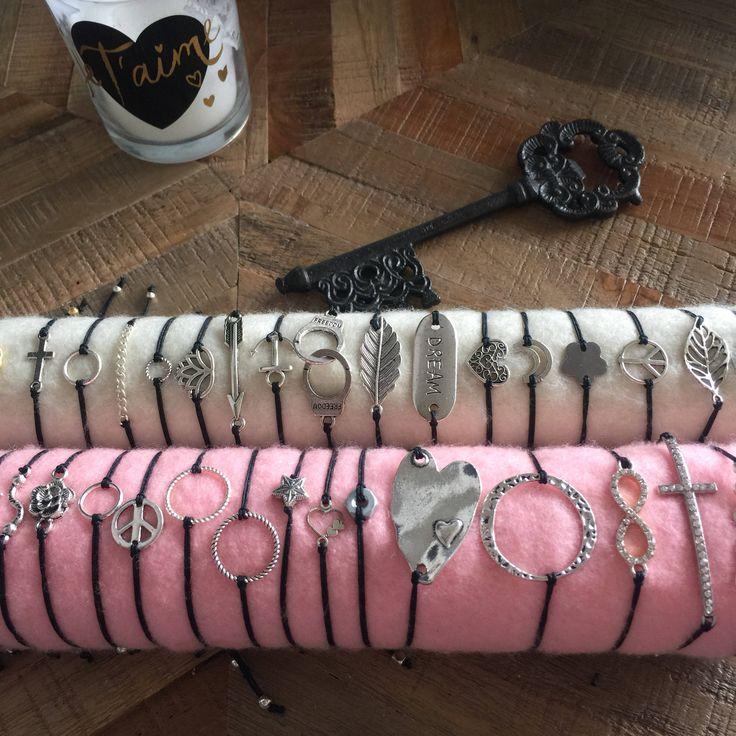Le chouchou de ma boutique https://www.etsy.com/ca-fr/listing/592825607/bracelets-nylon-noir-solide-et-ajustable