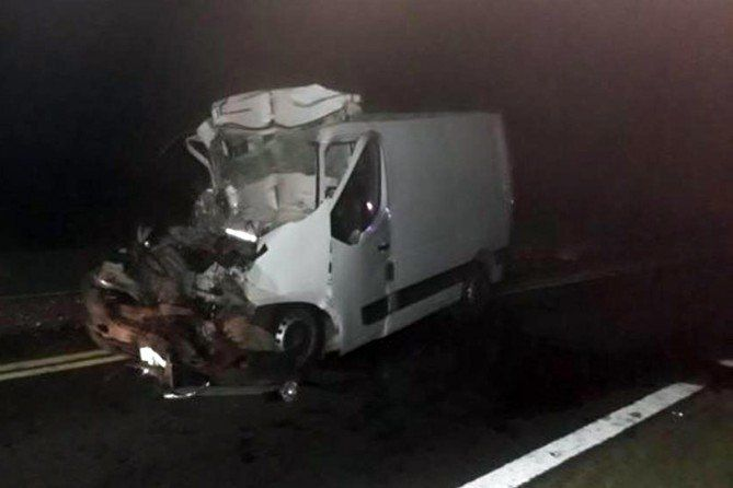 Ruta 5 | Fallecieron dos piquenses en siniestro vial cerca de Pehuajó  Foto: Infopico  El accidente se produjo anoche en la Ruta 5 y fue protagonizado por un utilitario y un camión.   El domingo por la noche se produjo un choque en el kilómetro 372 de la Ruta 5 en cercanías de Pehuajó entre una Renault Master y un camión Mercedes Benz conducido por un chofer de América.  PUBLICIDAD  Según información de la Policía de Pehuajó los dos ocupantes de la Renault identificado como Chambis Solis y…