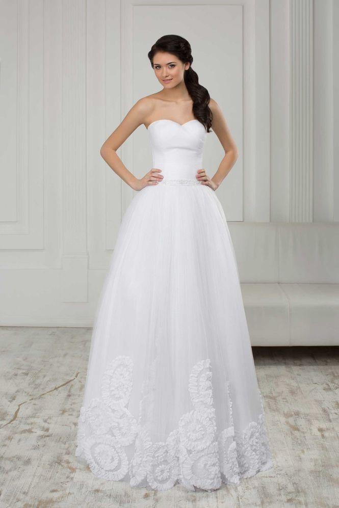 Krásne svadobné šaty bez ramienok