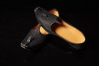 Manyavar Sherwani: Manyavar Jutti or Juti or Shoe Collection for Men