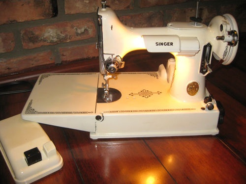 featherweight 221 dating Dating singer featherweight 221 1 singer serial numbers: featherweight /k/k  serial for a complete production record wwwfleetingimageorg file format of all.