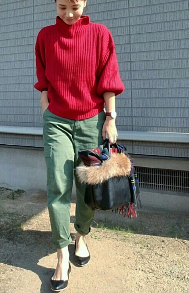 赤×カーキで休日カジュアルコーディネート。 | プチプラに見えないプチプラコーデ