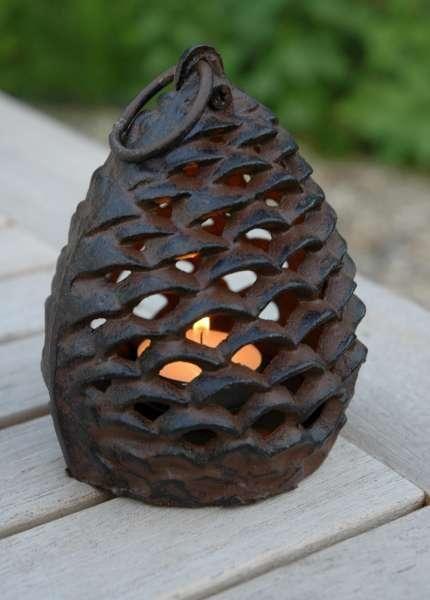 Öntöttvas toboz alakú mécses.