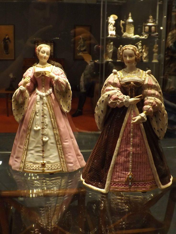 Statua in porcellana antica coppia dame dipinte a mano manifattura Nyon Svizzera • EUR 1.400,00