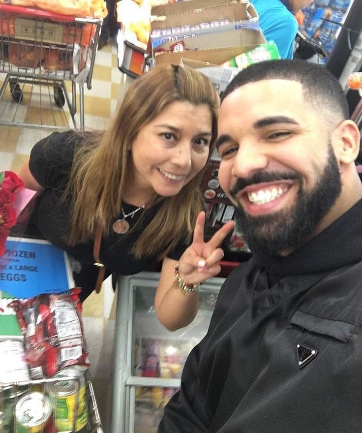 """Drake Liked X7 & Reposted X11. on Instagram: """"Drake In Miami paid for everyone's groceries in the store and encouraging people to buy more how can you not love this man #Drake #OVO…"""""""