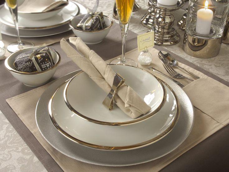 Mesas de Navidad con estilo... Una mesa decorada con destellos en plata.