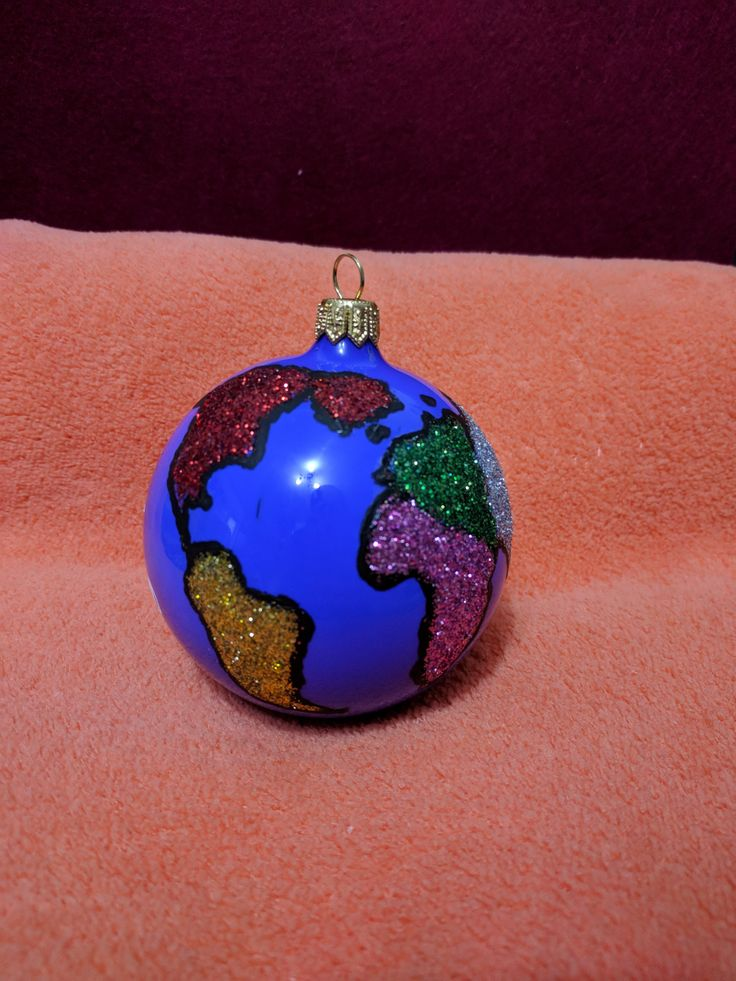 Glob pictat manual  Around the world #christmasdecoration #paintedglobes #travel #aroundtheworld #labuhuhu