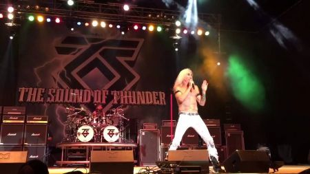 Dee Snider trash talking Vince Neil, Judas Priest, and Scorpions all in one show