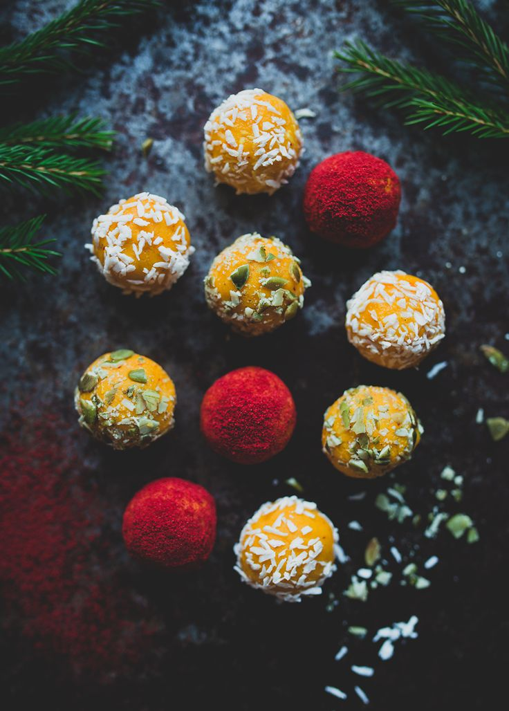 Så här dagarna innan julafton så vill jag allra helst bara göra julgodis i massor. Något jag varit sugen på att göra länge är klassiska saffranstryfflar med vit choklad! De här tryfflarna...