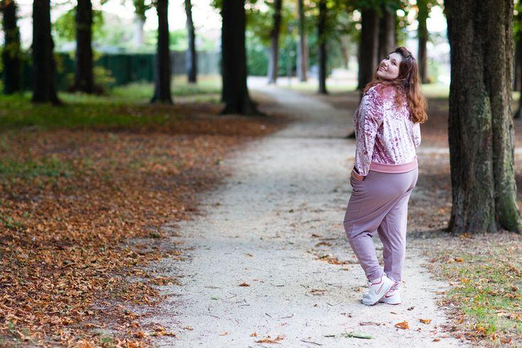 Et si la belle au bois dormant portait un jogging ?   https://blog.ninaah.com/belle-au-bois-dormant-en-jogging/  #plussize #princess #pink #jogger #sporty