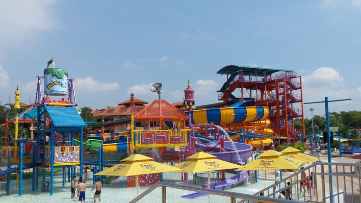 Wild Wild Wet is a nice little water park in Singapore and a cheaper alternative to Adventure Cove.