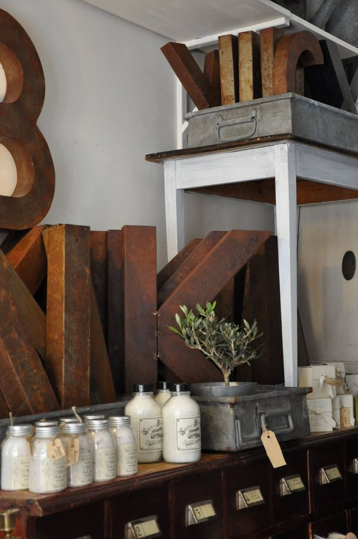 : Country Vintage, Big Letters, Retail Vintage Display, Display Idea, Beauty Things, Wooden Letters, Cardboard Letters, Industrial Retail Display, Metals Letters