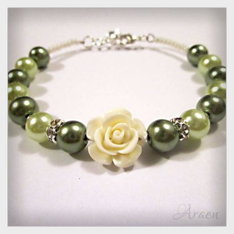 Romantic green tekla pearl bracelet with beige resin rose and rhinestone spacer beads