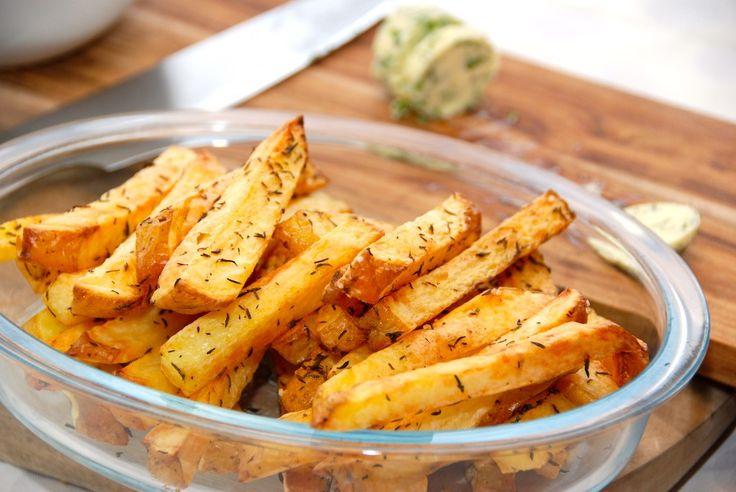 Intervalstegte pommes frites i ovn - sprøde fritter med bagekartofler   opskrift fra Guffeliguf.dk