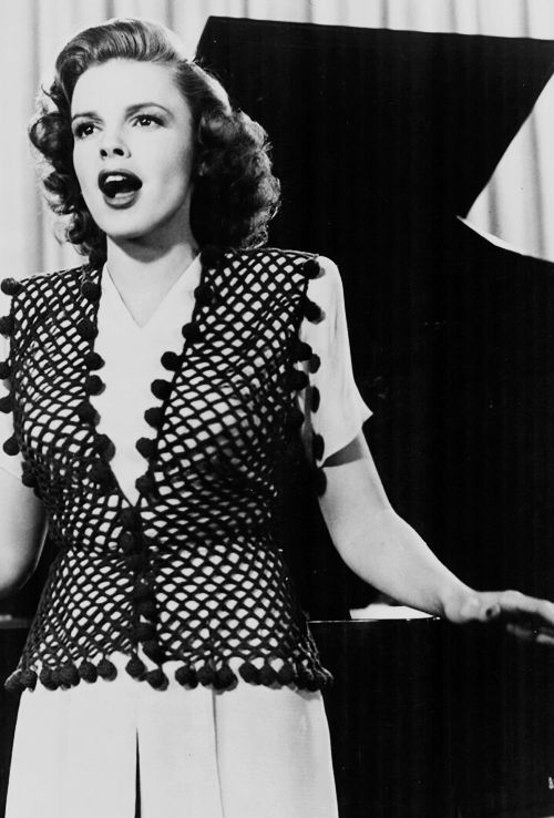 """Judy Garland, Thousands Cheer (1943) - """"The Joint Is Really Jumpin' Down At Carnegie Hall"""""""