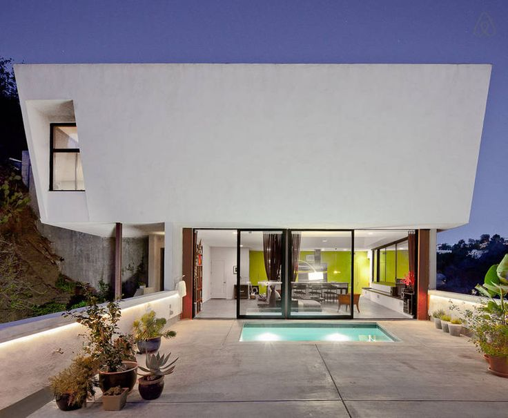 contemporary home with pool in Hollywood Hills // Airbnb California rental #vacation #hollywood