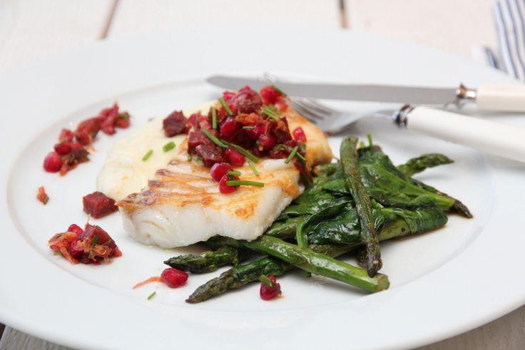 Skrei med chorizo, granateple, spinat, asparges og potetpurè - TRINEs MATBLOGG