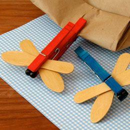 Manualidad: pinzas, cartulina y algo para decorar
