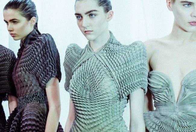 Poder realizar tus propias prendas en 3D, a partir de patrones o diseños de software libre, es una revolución que se acerca lentamente y podría llegar a cambiar nuestra forma de consumir moda.  La impresión en 3D forma parte de la innovación en el mundo
