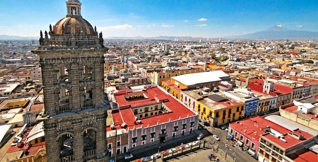 Cathedral tower and aerial view of the city of #Puebla, #Mexico.  Photo: Ernesto Polo