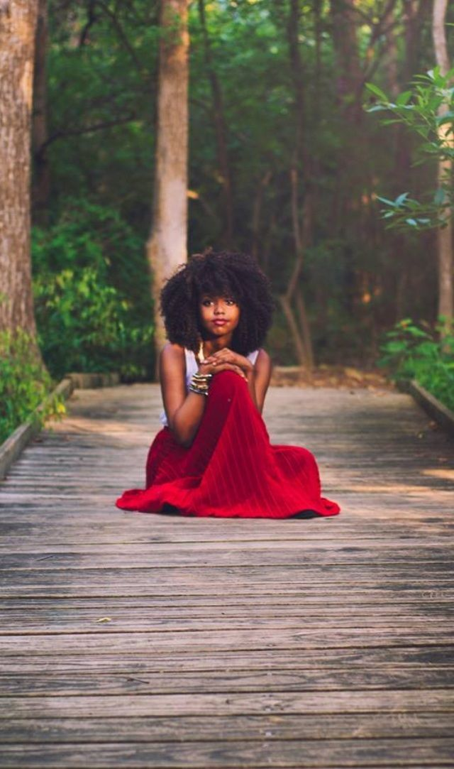 beautiffulcurls:  1beautybychoice:  Nature Walk… Please check out Ms.Brownstone's blog @ http://itstheylovetheafro.tumblr.com/  BeauTIFFul C...
