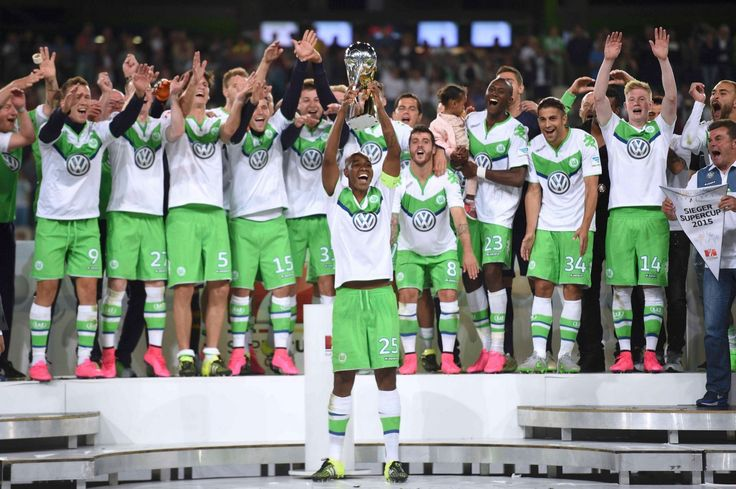 #Bendtner scored late equalizer before scoring the winning penalty, as #Wolsfburg beat #BayernMunich to win the German Super Cup.