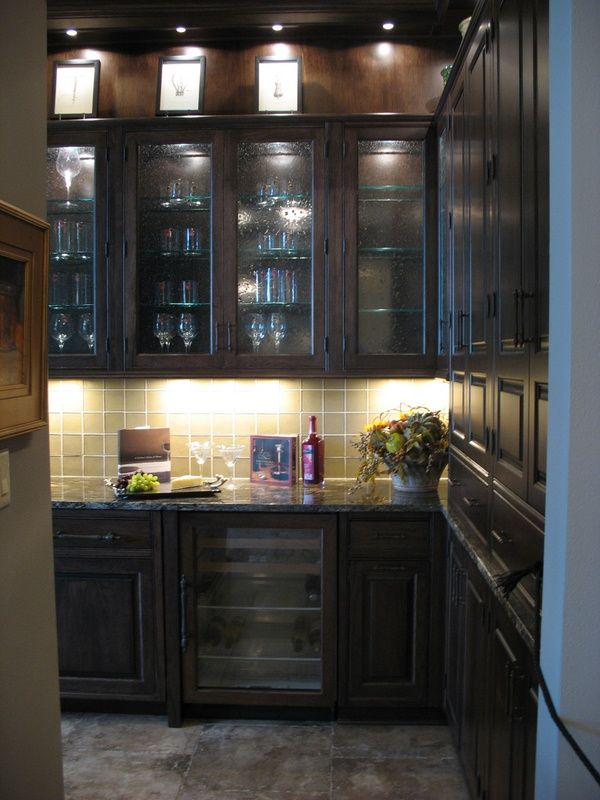 Butler's Pantry w/glass