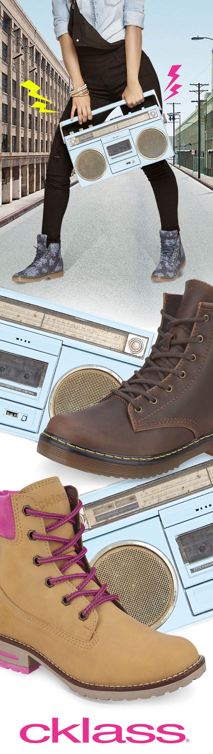 Las botas estilo militar se redefinen y se adaptan al estilo de vida de aquellas mujeres que buscan ser únicas. Unos jeans, vestidos, faldas o leggins harán match perfecto con tus botas militares. Estas botas #Cklass le darán a tu outfit ese toque de estilo y confort urbano.  #Boots #Tendencias #Streetstyle #Urban