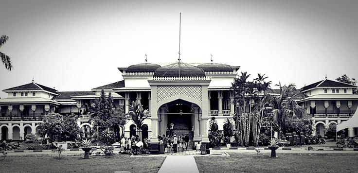 [FOTO] Istana Maimun Medan | NIKON D3000, f/8, exposure time 1/200 sec, ISO 200, focal length 18 mm, no flash. PhotoShop & PhotoScape