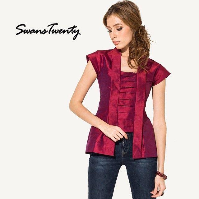 Swans Kutu Baru Blouse (maroon) #swanstwenty #swanstwentysignature www.swanstwenty.com