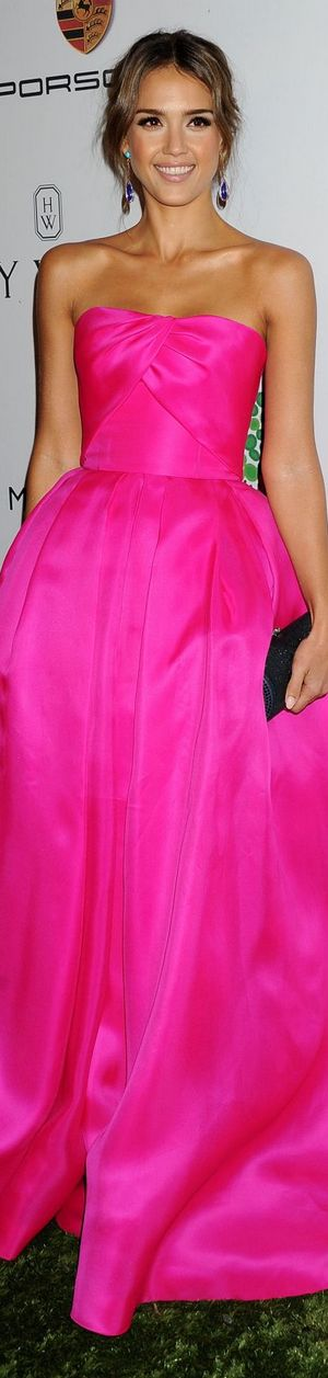 Red Carpet Glamour: Jessica Alba in pink.