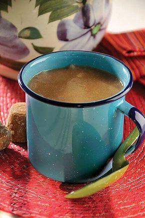 De las fiestas regionales de San Francisco Jaltepetongo, Oaxaca, llega calientito y con el suculento aroma a canela y chocolate, el tradicional atole de champurrado. Una bebida que puedes consumir en cualquier época del año.