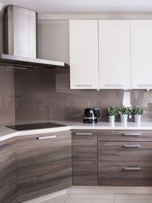 Des placards aux plaques de cuisson en passant par l'odeur de la poubelle, découvrez 23astuces de grand-mère pour récurer votre cuisine du sol au plafond.