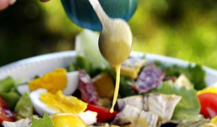 IKKE AKKURAT THOUSAND ISLAND: En god dressing kan forvandle selv den tørreste og kjedeligste salat. Foto: METTE MØLLER