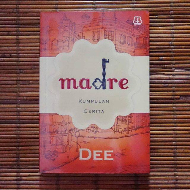Madre, Kumpulan cerita karya DeeLestari. Terdiri dari 13 cerita pendek. Bab pertama Madre sudah di layar lebarkan. Namun, yang saya suka dari buku ini adalah sebuah puisi yang berjudul Barangkali Cinta. Agak syahdu-syahdu gimana gitu. Cek puisinya di link bio ya. #hellomaknakata #maknakata #maknakatablog #aDeection #madre #deelestari #deelestaribook #marimembaca