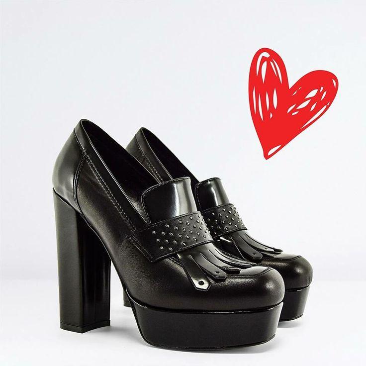 San Valentino is coming 💕💕❤️ 🔛riccishop.it  #riccicalzature #riccishop #shoponline #sale #saleoff #lorenzomari #scarpe #tacchi #heels #tacchialti #belle #beautiful #donna #woman #shopping #cool #amazing #loveshoes #loveshopping #bestoftheday #fashion #fashionista #follow #followus