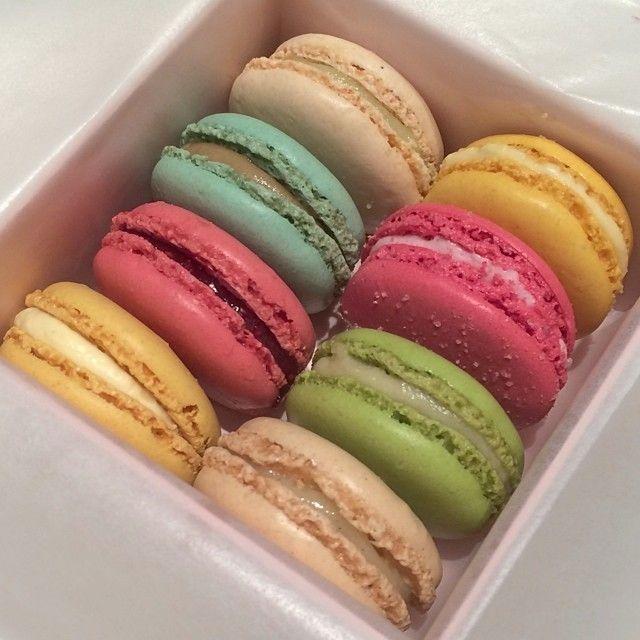 Vanille, Citron Verbena, Marie Antoinette, Incroyable Guimauve Fraise Bonbon, Framboise, Pomme Verte, Citron & Fleur d'Oranger | Ladurée Sydney #macarons