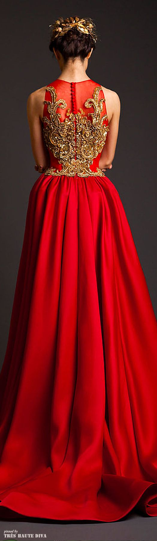 It's so classic and pretty, the golden detail is beautiful, and in fact red is one of my favorite colors~