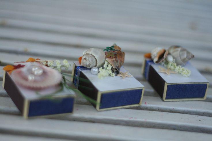 Hoy en día, muchas parejas están muy ocupadas y tienen poco dinero para planificar y financiar su boda. Las bodas en la playa ofrecen una solución razonable pero elegante para el dolor de cabeza asociado con una boda tradicional. Tí...