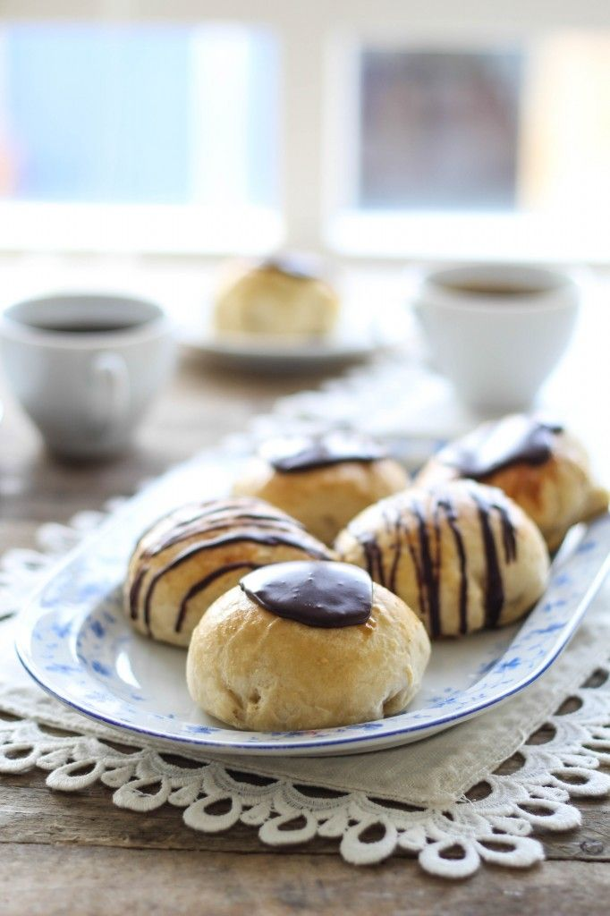 Gammeldags fastelavnsboller med marcipan og chokolade