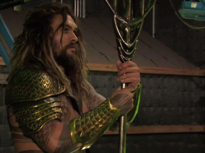 A Comic Book Resourses compartilhou alguns quadros em que as diferentes cenas são observados com e sem efeitos especiais, com a sua chroma e suas próteses. O Cyborg desfigurado e oceano dominado pelo Aquaman que nada mais é do que uma piscina em um fundo verde.