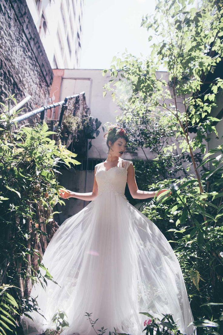 Vestido Nouveau por Giselle Nasser Ensaio Marry.Me- Frana Foto: L'amourgraphy  Beleza: Magnólia Makeup Cenário, Buquê e Flores: A horta