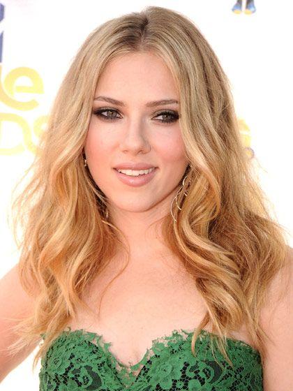 Scarlett Johanssons Hair-Color Evolution: Love the make up and sandy blond color