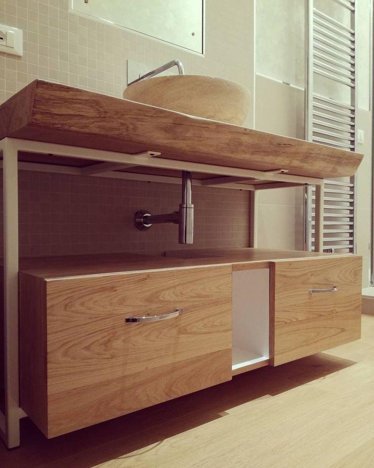 Mobile bagno in rovere massello e struttura in ferro - progettato e realizzato da #laboratorio44 #handmade #interiordesign  #bathroomdesign #woodworker #woodwork #interiors #homedecor #bathroomdecor #wood #madeira #madeinitaly