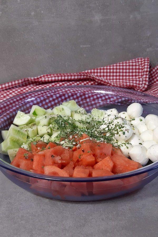 Melonensalat! Hast du schon mal Melone mit Mozzarella probiert?