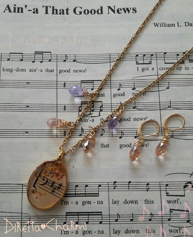 Set en acero y goldfield, con colgantes de murano y dije en resina de clave de Fa. Personalizalo como quieras!!! $30.000 cop.  Diretta ♥ Charms Accesorios que resaltan tus encantos.  Info wtp + 57 3127080891. Envíos nacionales e internacionales.  #DirettaCharmsAccesorios #DirettaAccesorios #inspiration #followme #artist #muranoglass #crystals #murano #vintage #vintagestyle #clavedefa #music #musica #newcollection #new #musical #socute #beautiful #colorful #gold #bijoux #jewelry…